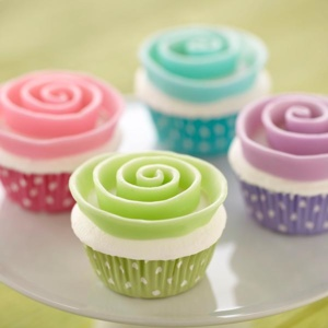 Two-Tone-Candy-Clay-Ribbon-Flower-Cupcake-large