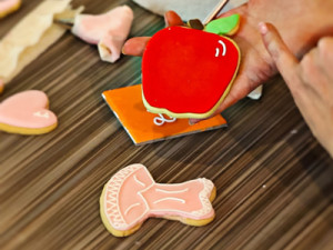 how to make and ice sugar cookies