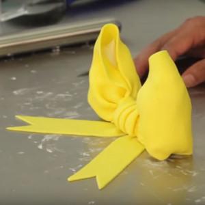 fondant bow cake decorating